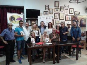 Presentación de El Duque del Altozano en Granada cafatería García Lorca